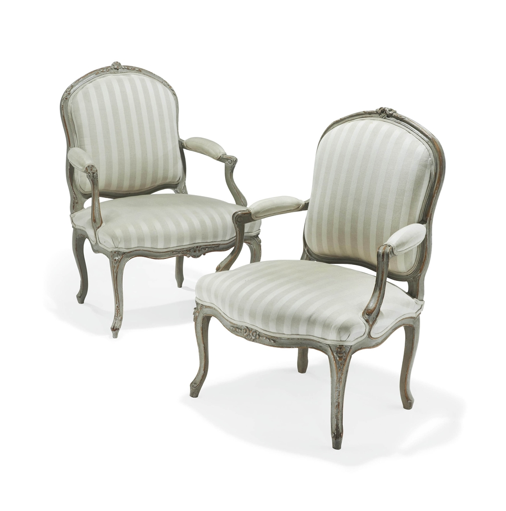deux fauteuils a la reine d epoque louis xv un fauteuil