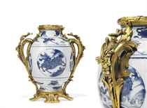 A PAIR OF FRENCH ORMOLU-MOUNTED BLUE AND WHITE CHINESE PORCE