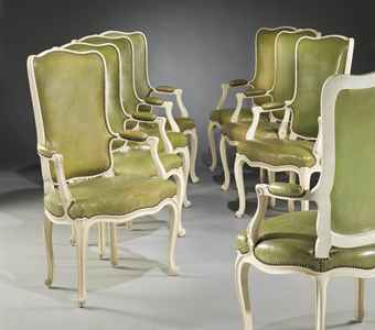 huit fauteuils de salle a manger de style louis xv d 39 apres le modele cree pour carlos de. Black Bedroom Furniture Sets. Home Design Ideas