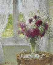 Vase de fleurs, devant une fenêtre