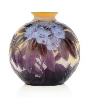 GALL   MOULD-BLOWN CAMEO GLASS VASE   CIRCA 1920   Interiors Auction