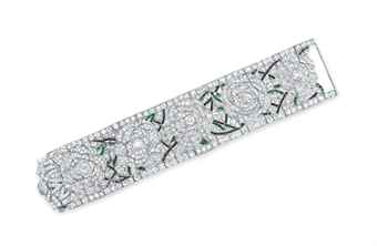 AN ART DECO DIAMOND, EMERALD AND ONYX BRACELET