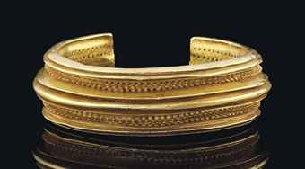 A CELTIC SOLID GOLD BRACELET