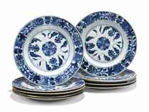 A SET OF TEN CHINESE BLUE AND WHITE PLATES