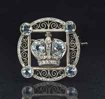 A JEWELED GOLD IMPERIAL PRESENTATION BROOCH