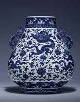 A MAGNICIENT AND FINE BLUE AND WHITE 'DRAGON' HU-SHAPED VASE