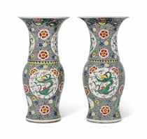 A LARGE PAIR OF CHINESE FAMILLE ROSE 'DRAGON' VASES