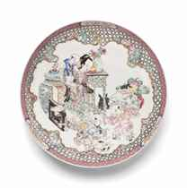 A CHINESE FAMILLE ROSE RUBY-BACK SAUCER-SHAPED DISH