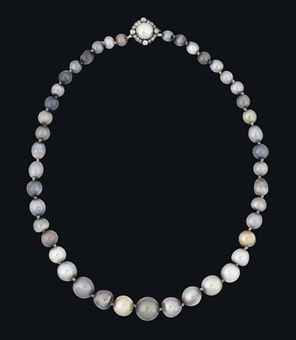 Casa Real de España - Página 22 A_rare_19th_century_natural_coloured_pearl_necklace_d5955669h