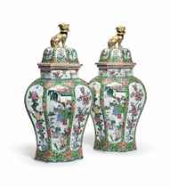 A PAIR OF CHINESE EXPORT STYLE LARGE OCTAGONAL JARS AND COVE