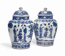 A LARGE PAIR OF CHINESE BLUE AND WHITE JARS AND COVERS