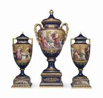AN ASSEMBLED VIENNA STYLE PORCELAIN GOLD AND COBALT-BLUE GRO