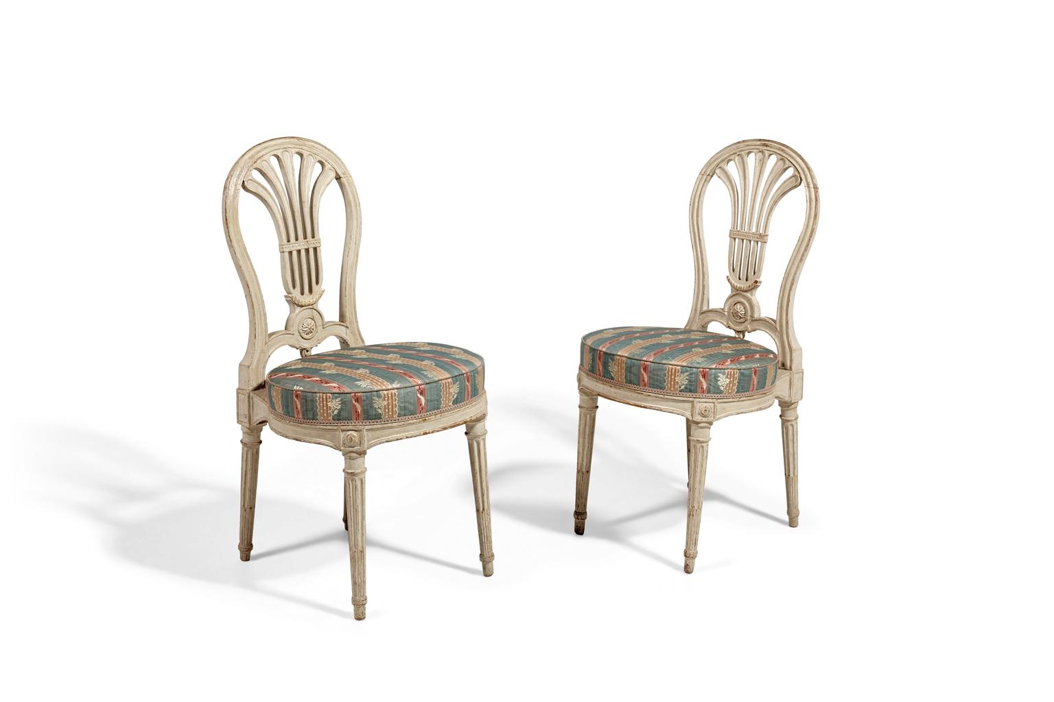 paire de chaises de la fin de l epoque louis xvi. Black Bedroom Furniture Sets. Home Design Ideas
