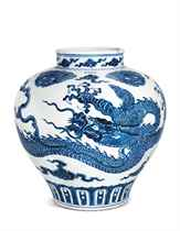 A MAGNIFICENT VERY RARE LARGE BLUE AND WHITE 'DRAGON' JAR, G