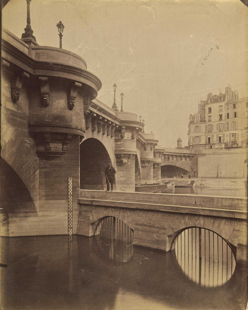Eugène Atget (1857-1927), Pont Neuf, 1902-1903. Titré et numéroté 4654 au crayon (verso), imagefeuille 22.2 x 17.8 cm (8¾ x 7 in), (2). Estimate €8,000-12,000. This lot is offered in Photographies on 10 November 2016 at Christie's in Paris