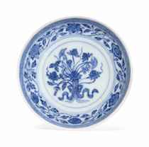 A SMALL BLUE AND WHITE 'LOTUS' DISH