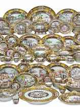 A LARGE CHINESE EXPORT 'ROCKEFELLER' PATTERN DINNER SERVICE
