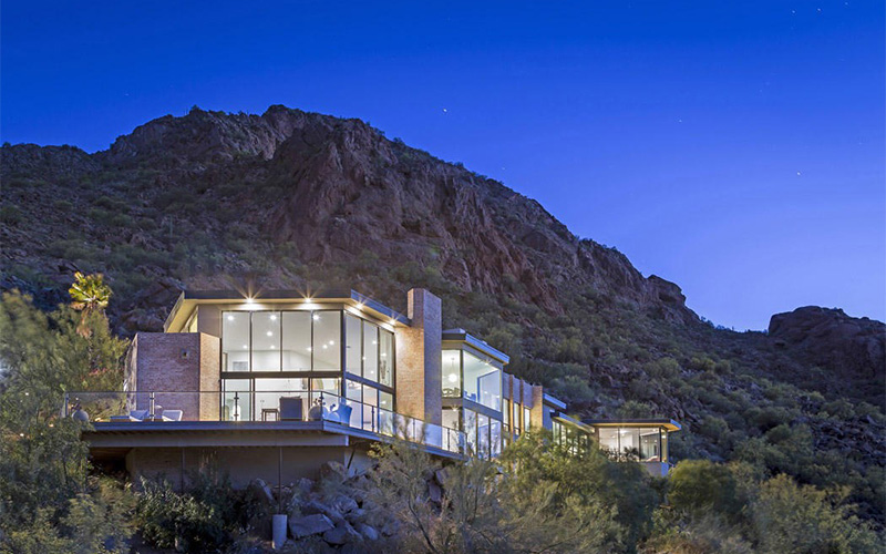 Luxury living mountain getaways christie 39 s for Living on a mountain
