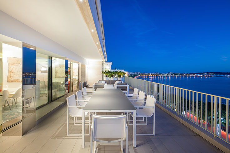 This Waterfront Penthouse Is Situated On The Promenade De La Croisette,  With Views Of The Bay Of Cannes. Nearly 2,500 Square Feet Of Contemporary  Living And ...