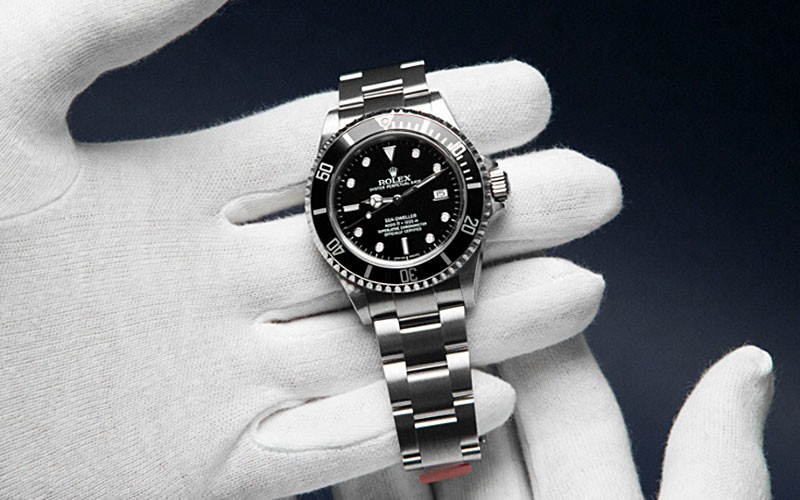 How to store and maintain your watch