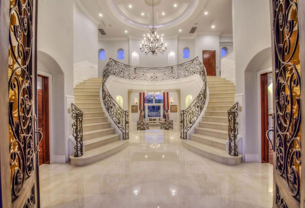 Luxury Living: Spectacular Staircases