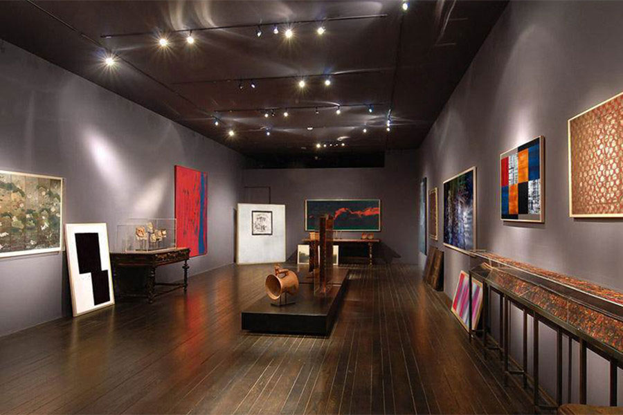 Christies Art Galleries and Artists Studios Luxury Living