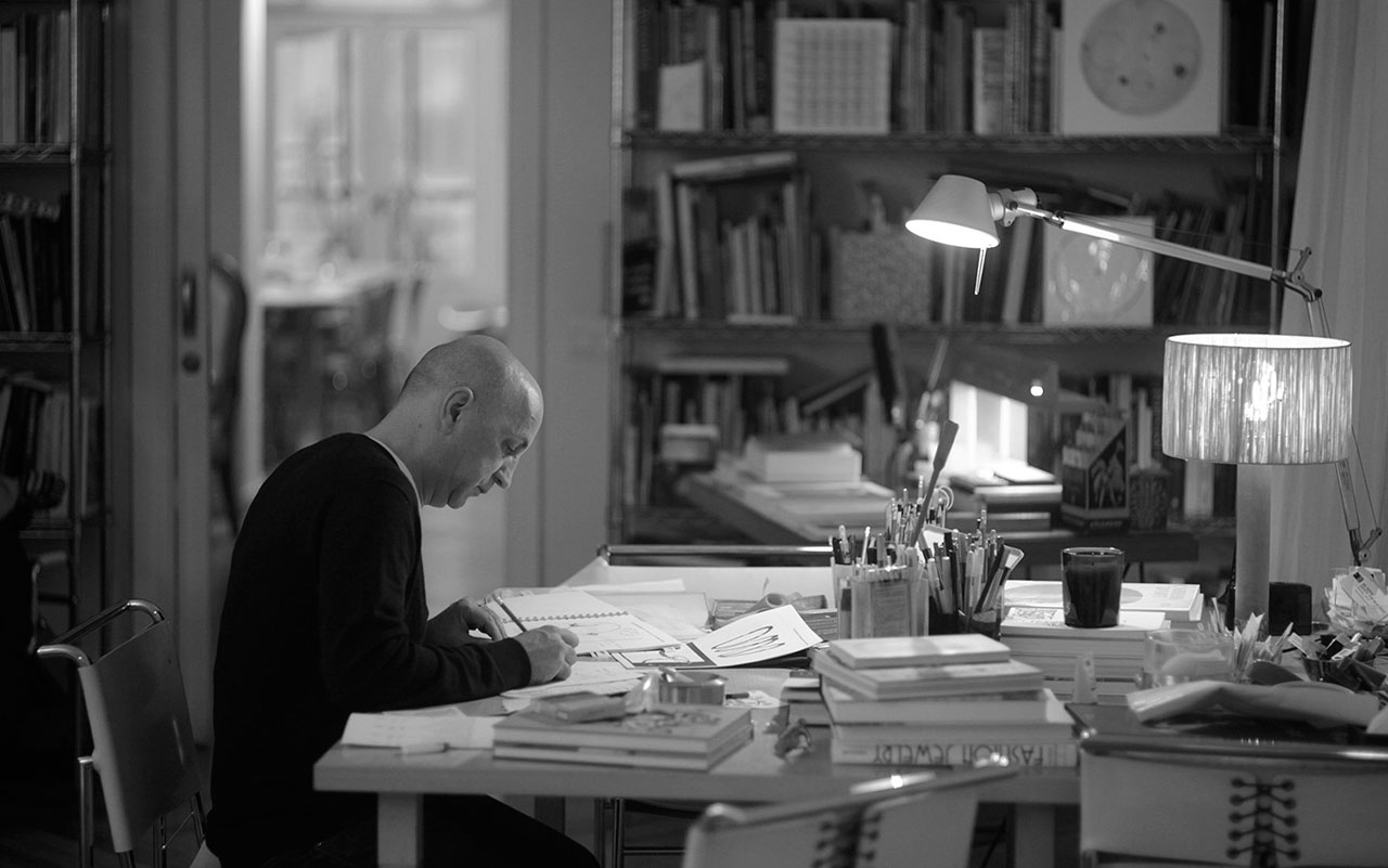 Chus Burés working in his studio in Madrid, 2014. Photo by Juan Merinero