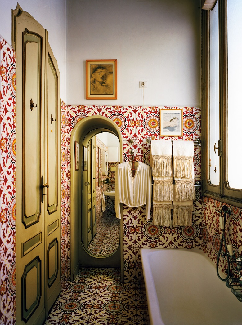The 'Mediterranean' bathroom, covered in Vietri maiolica tiles