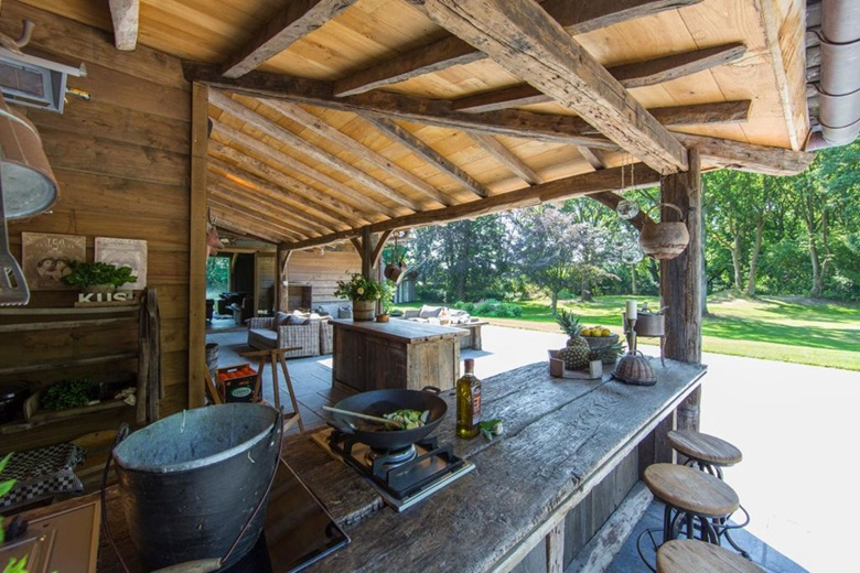 outdoor kitchens  luxury living