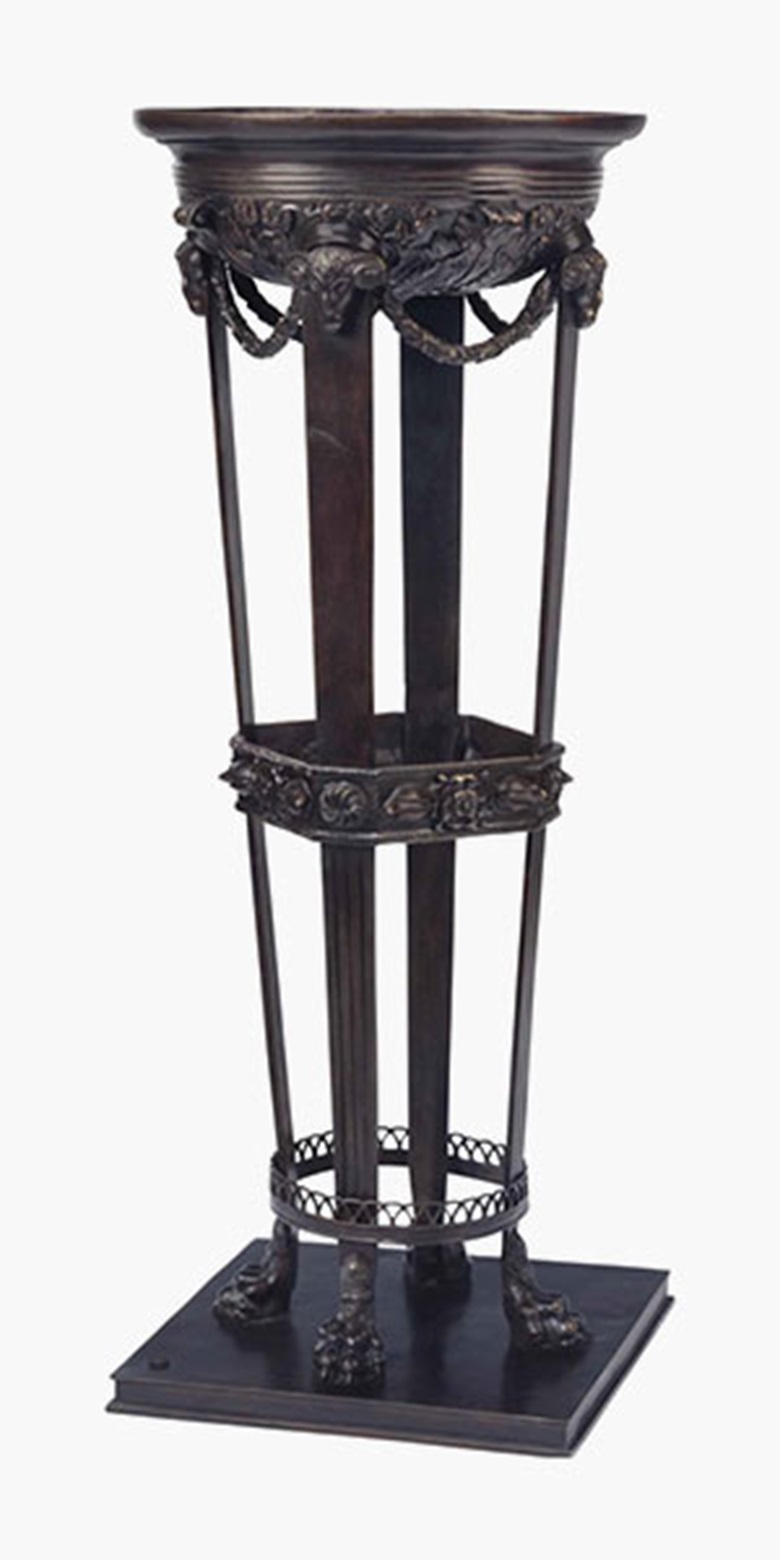 意大利绿铖青铜花架,十九世纪末二十世纪初制,由那不勒斯Fonderia Chiurazzi铸造,模仿《Chiurazzi Workshop Catalogue》编号447款式,附Chiurazzi铸造厂印章及刻有「4299」。 高3934英寸(101厘米)。 此拍品于2016年7月26日在佳士得纽约售出,成交价1,250美元