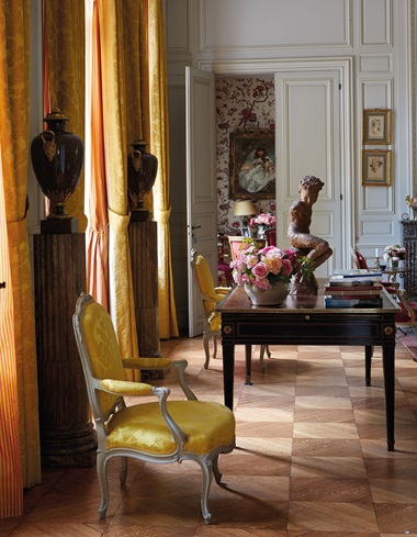 Images of the Grand Salon from different perspectives