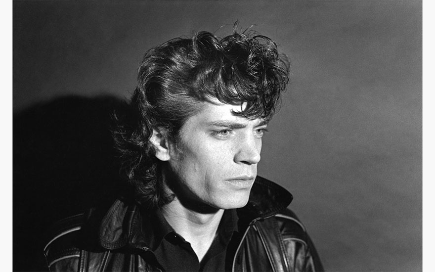 Portrait of American photographer Robert Mapplethorpe as he poses in his loft studio on Bond Street, New York, 22 December 1979. Photo by Fred W. McDarrahGetty Images
