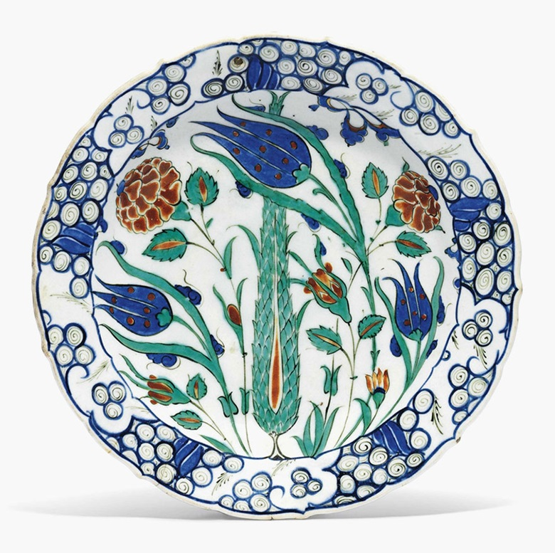 An İznik pottery dish. Ottoman Turkey, c.  1570. 11⅞ in (30.8 cm) diameter. This lot was offered in Art of the Islamic and Indian Worlds on 20 October 2016 at Christie's in London, King Streetand sold for £22,500