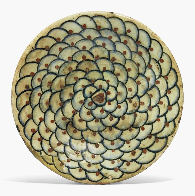 An unusual İznik pottery dish. Ottoman Turkey, c.  1640. 9¾ in (24.7 cm) diameter. This lot was offered in Art of the Islamic and Indian Worlds on 20 October 2016 at Christie's in London, King Street
