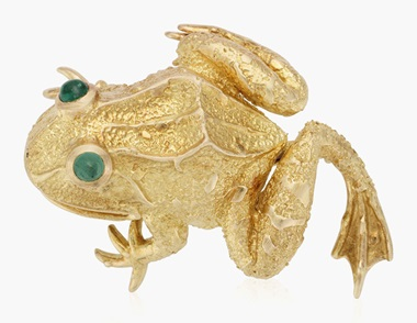 Van Cleef & Arpels gold frog brooch. Estimate $1,000-1,500. This lot is offered in Christies Jewels Online, 12-20 October 2016, Online