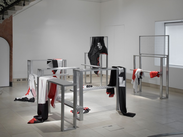 Agi & Sam, Joe Frazer, Gate E, Row G, Seats 15-18, Aluminium, steel, polyester. Photograph by Andy Keate