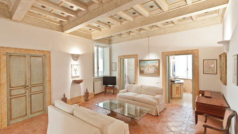 Luxury living homes in fashion destinations christie 39 s for Appartamenti prestigio milano