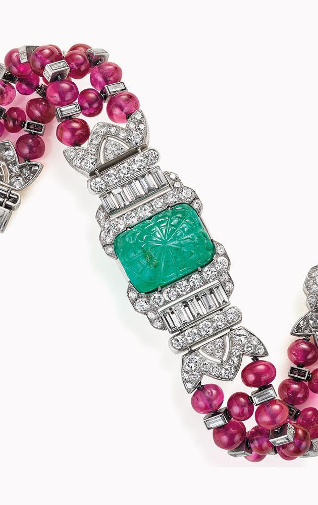 裝飾藝術風格祖母綠、紅寶石及鑽石手鏈,Oscar Heyman & Brothers設計。此拍品於2016年12月7日在佳士得紐約瑰麗珠寶拍賣中以223,500美元成交。