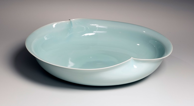 Kawase Shinobu (b. 1950), Celadon Platter; Flower-shaped celadon platter with two pinches, circa. 1990. Porcelaneous stoneware with celadon glaze. 3 12 x 14 78 x 13 12 in. Image courtesy of Joan B. Mirviss Ltd. Photography by Richard Goodbody