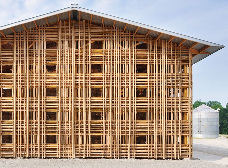 Barn B, Mason Lane Farm, Kentucky, USA. De Leon & Primmer Architecture Workshop, 2009 The grid-like façade of this barn is constructed from bamboo, not a material you encounter often in Kentucky. From a distance, the warp-and-weft effect of the beams creates the impression of something handmade it looks like a tartan wrought from straw, which is entirely fitting for a building