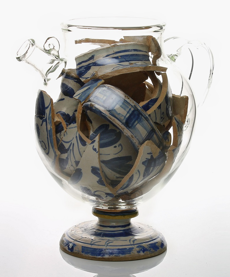 Bouke de Vries, Memory Vessel XLVI, 2016. Contemporary glass following the original form of its contents; the collected remains of a 16th-century French majolica earthenware jar. Height 22 cm; width 21cm; diameter 16 cm. Courtesy Adrian Sassoon