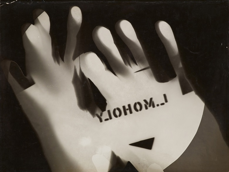 László Moholy-Nagy, Photogram, 192526. Gelatin silver photogram. 7 3⁄16 x 9½ in. Museum Folkwang, Essen, 5895 © 2017 Hattula Moholy-NagyArtists Rights Society (ARS), New YorkVG Bild-Kunst, Bonn. Photo © Museum Folkwang Essen – ARTOTHEK