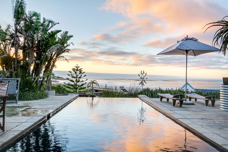 Luxury Living Homes With Panoramic Water Views Christies - House cape town amazing infinity pool