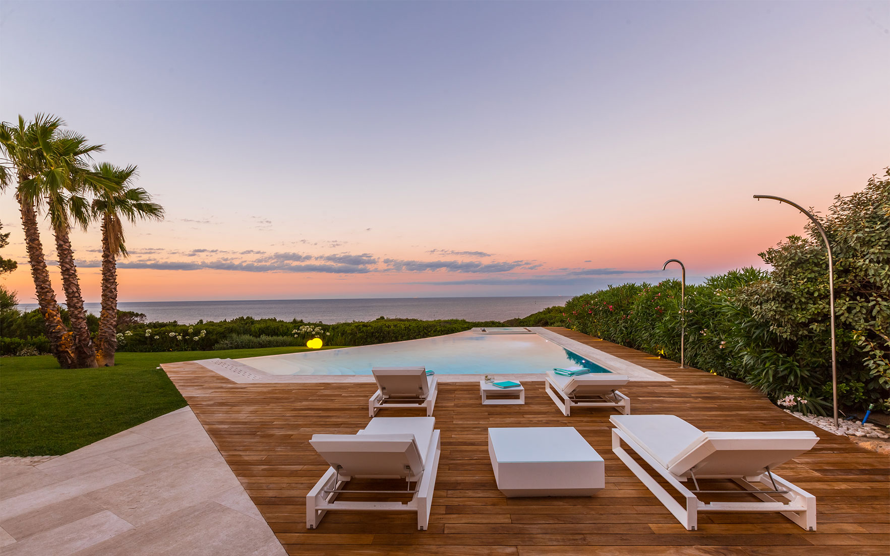 ​Luxury Living Homes with panoramic water views​