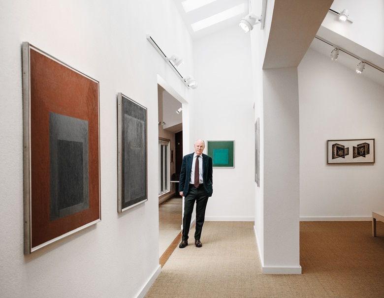 Nick Fox Weber at the Albers Foundation, with works by Josef Albers, from left Homage to the Square Tap Root, 1965; Homage to the Square Night Sound, 1968; Study to Homage to the Square, 1964; Equal and Unequal, 1939. Photo Jesse Chehak. © The Josef and Anni Albers FoundationVG Bild-Kunst, Bonn and DACS, London 2017