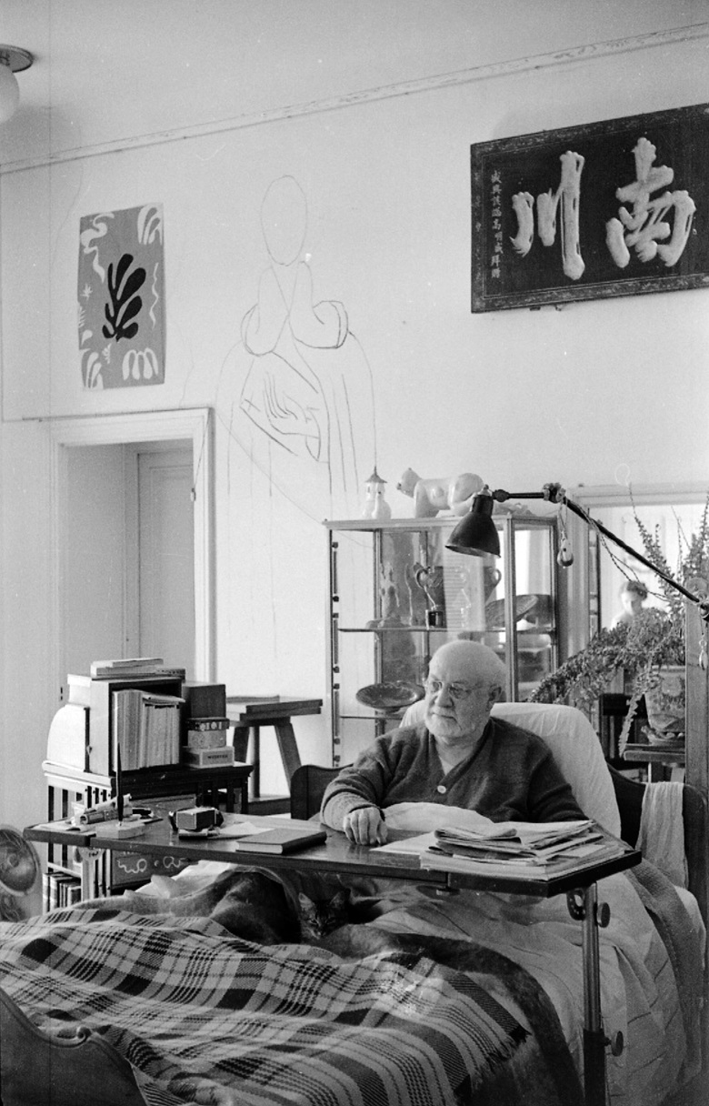 Henri Matisse in his bed, photographed by John Stewart. An image of Saint Dominic, sketched in purist details, was drawn on the wall behind the master's bed. Photo © John Stewart. Matisse artworks © Succession H. Matisse DACS 2017