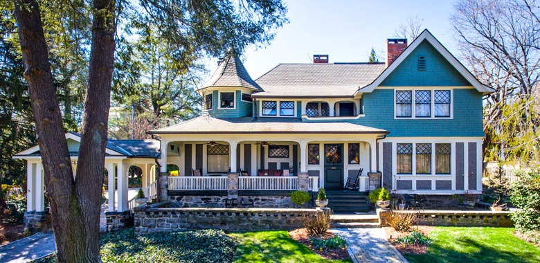 The Picturesque Town Of Asheville North Carolina Is Setting For This Enchanting Queen Anne Revival House Designed In 1899 By Notable Victorian