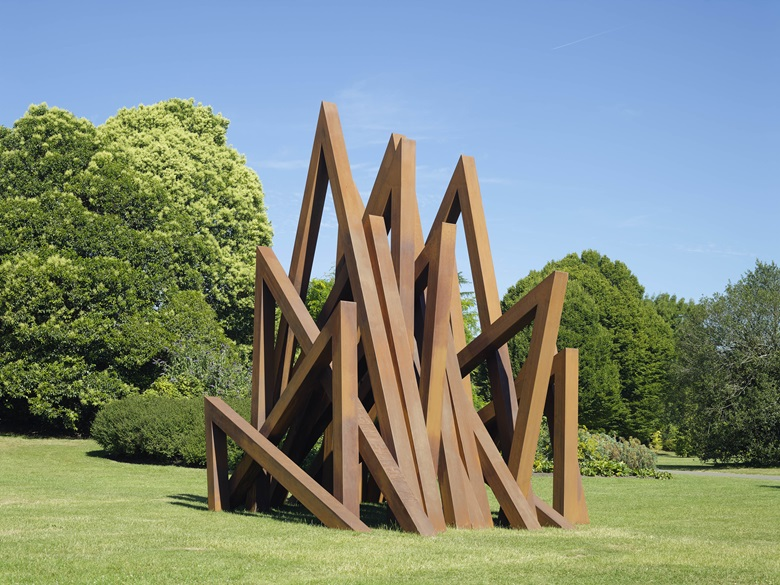 Bernar Venet, 17 Acute Unequal Angles, 2016. Currently on show in Regent's Park as part of Frieze Sculpture 2017. Courtesy Bernar Venet Archives, NY and BlainSouthern, Photo Peter Mallet