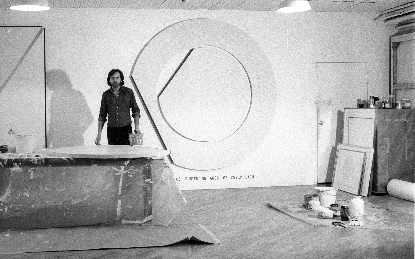 Bernar Venet in his studio in New York in 1978. Courtesy Archives Bernar Venet, New York       .full-screen .image-preview { background-position 50% 35%!important; }