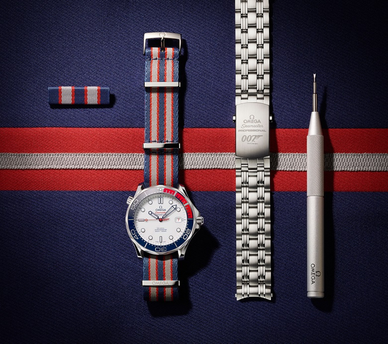 The Commander's Watch is presented in a special box that has been inspired by a military medal case, and which also contains a stainless-steel bracelet, a changing tool and a 'naval pin' that mirrors the design of the NATO strap